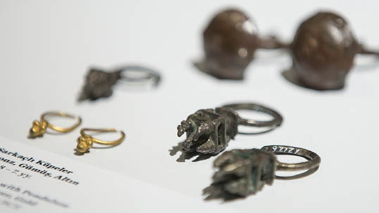 Pending earrings, 8th-7th centuries B.C.