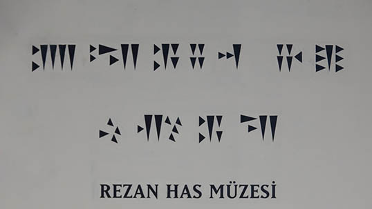 Rezan Has Museum in cuneiform
