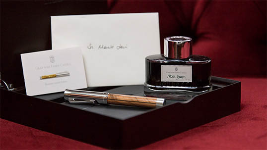 Example of a set composed of pen, ink and box